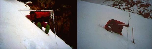Mètode senzill per determinar el pendent d'un vessant. A la foto de l'esquerra el pendent és de 45º. A la foto de la dreta el pendent és de 30º. Els pendents més perillosos són els compresos entre 25º i 45º. (Foto: Montserrat Mases)