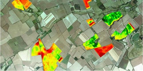 Imatge aèria d'una zona agrícola amb dades hiperespectrals i tèrmiques.